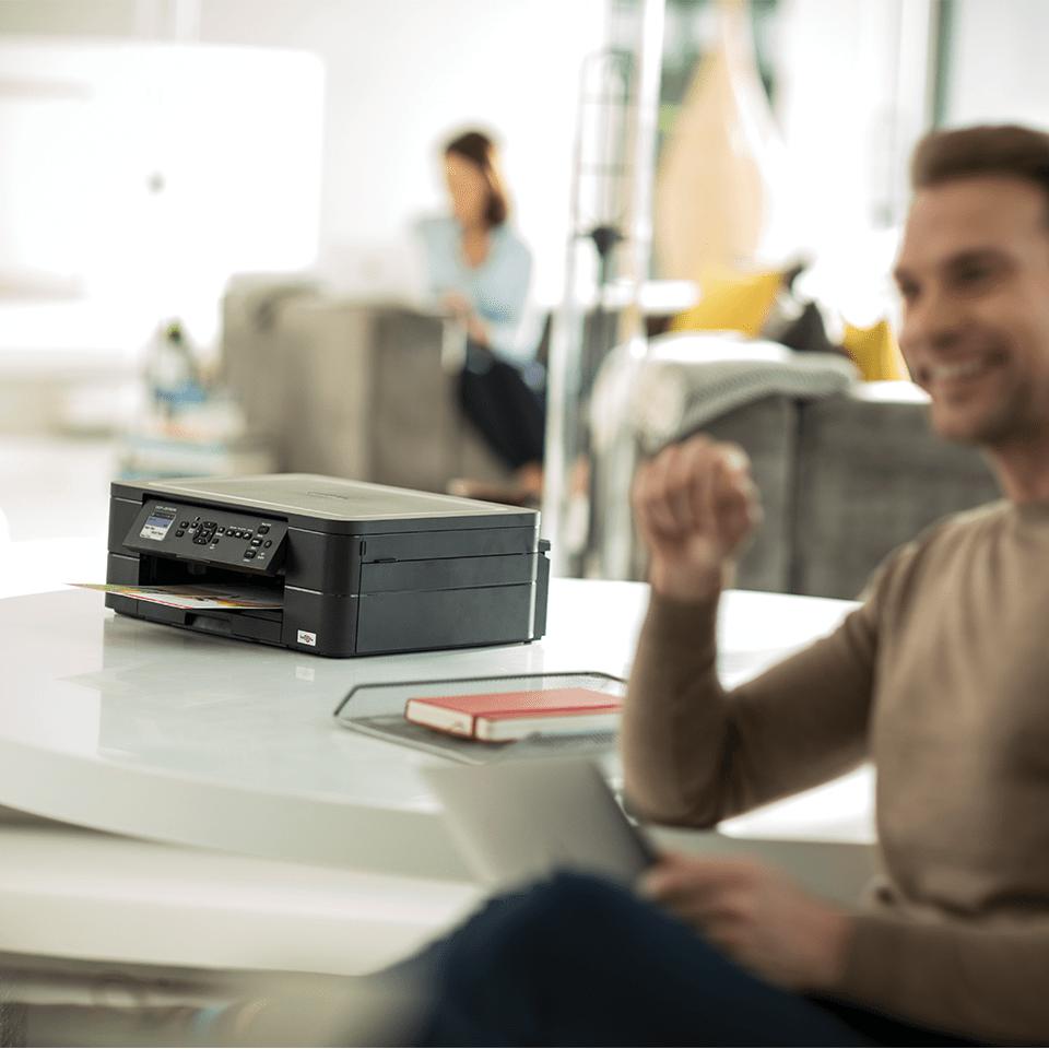 Wireless 3-in-1 Colour Inkjet Printer DCP-J572DW 5